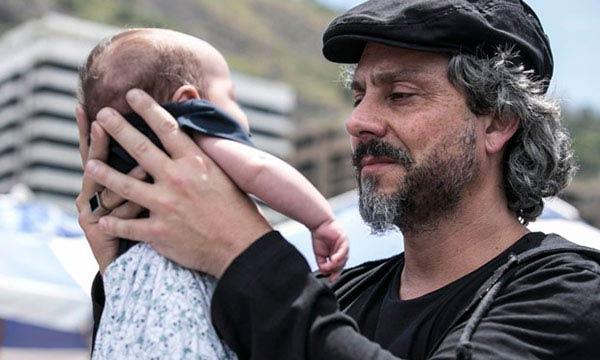 Foto de José Alfredo com o neto, em Resumos de Império