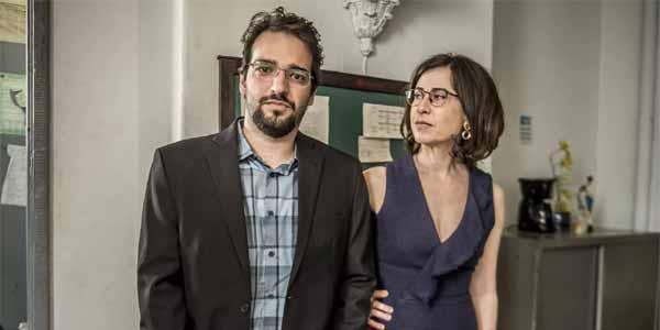Foto de Humberto Carrão e Fernanda Torres, como Renata e Henrique