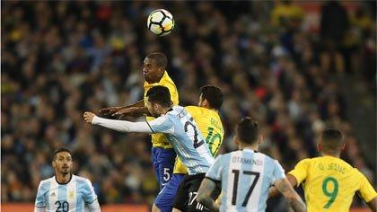 Foto de lance do jogo Brasil x Argentina