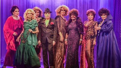 """Foto de grupo das chamadas """"Divinas Divas"""""""
