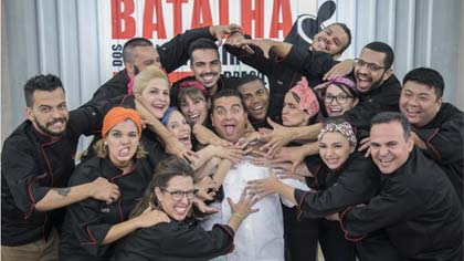 Foto do grupo de participantes do reality