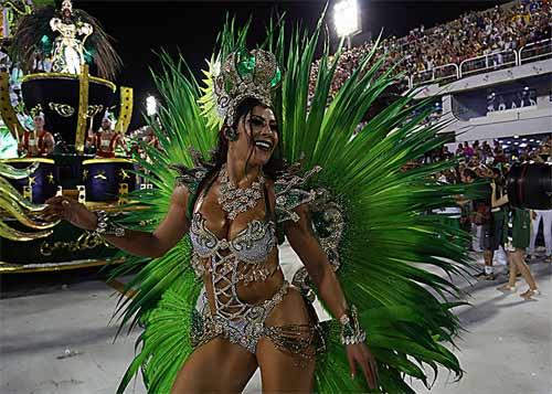 foto de desfile da Império Serrano 2018