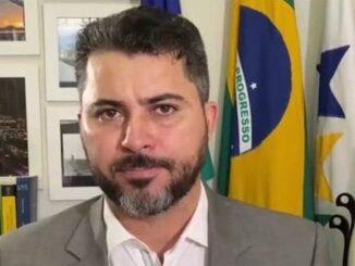 foto do senador, entrevistado pelo Sem Censura